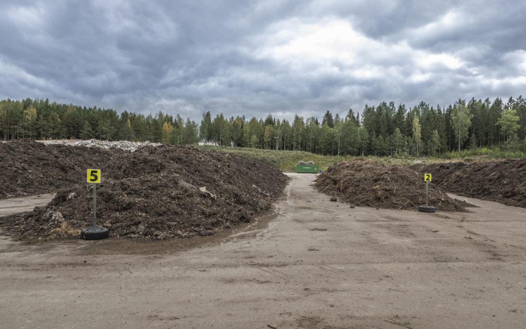 Hyvinkäällä Kapulan jätteidenkäsittelyalueella tehdään kompostiaumoja